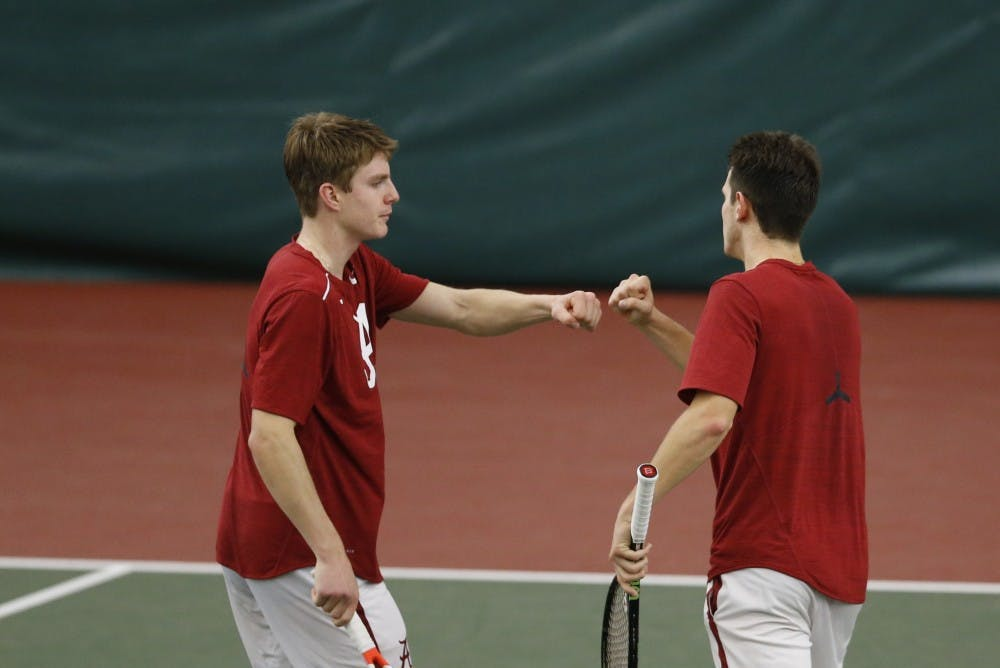 Men's tennis continues its historic streak