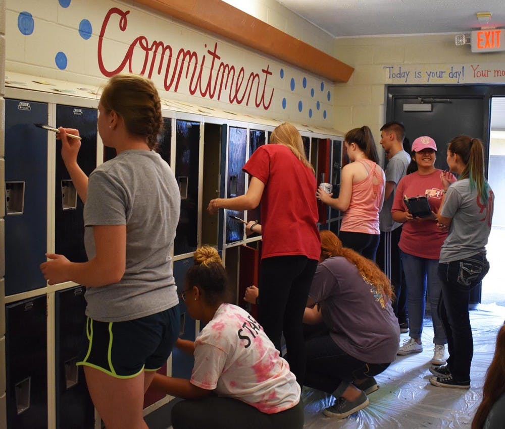 Hundreds of freshman participate in day of service