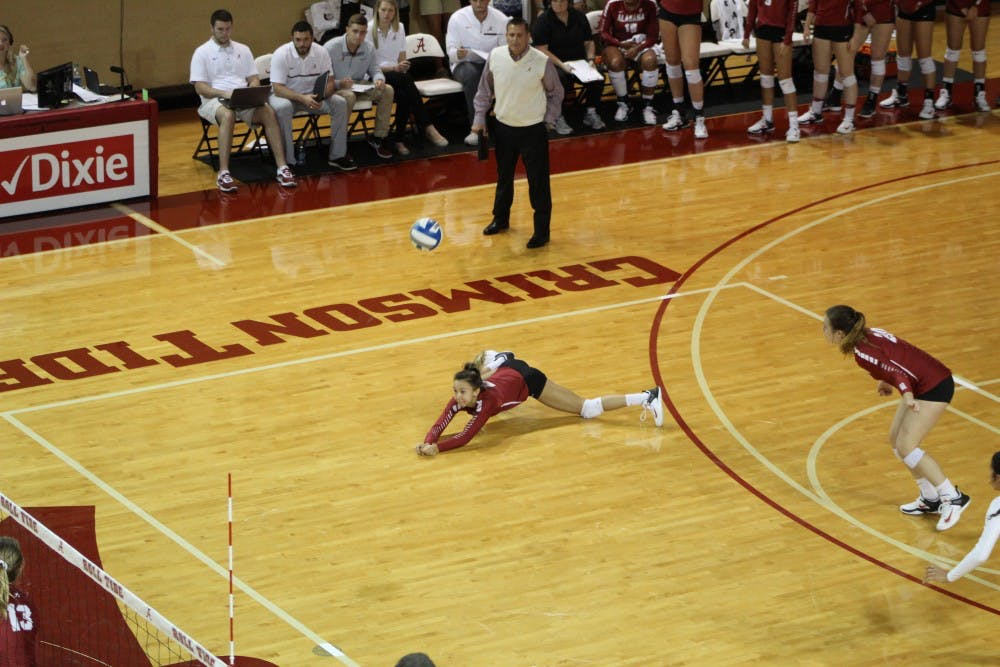 Alabama volleyball battles with No. 7 Kentucky, comes up short