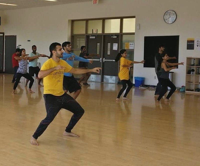 Andaaz dance team hosts Bhangra workshop