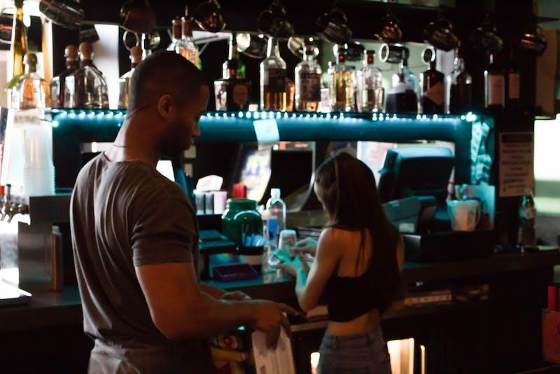 bartender-bar-mill