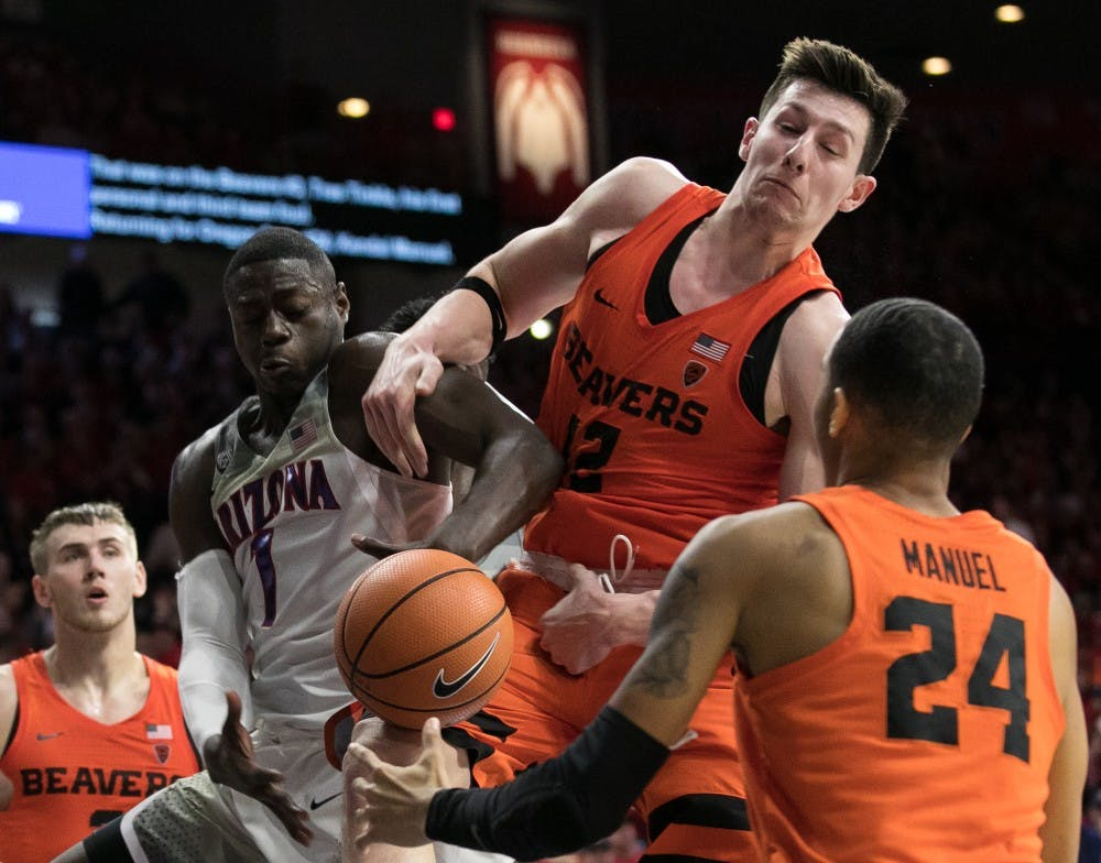 Simon Asher         A scuffle for a rebound between Arizona's Rawle Alkins and Oregon State's Drew Eubanks