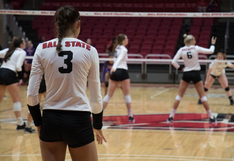 Women's volleyball uses strong offensive attack to put away Evansville in straight-sets