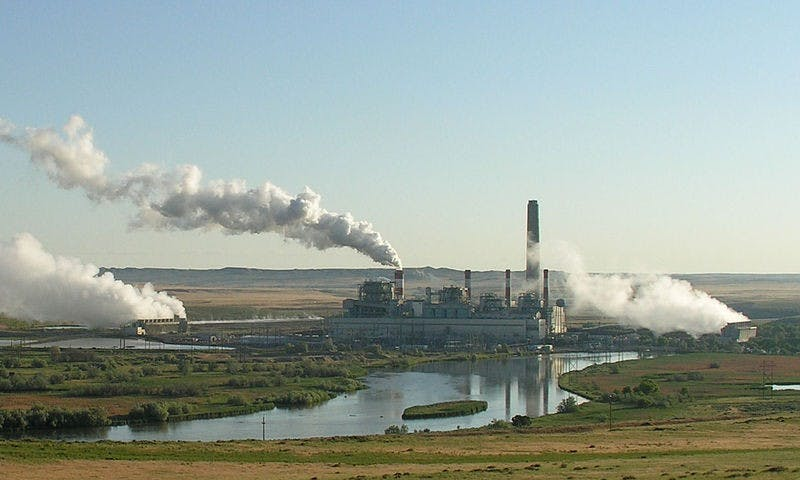 800px-Dave_Johnson_coal-fired_power_plant,_central_Wyoming