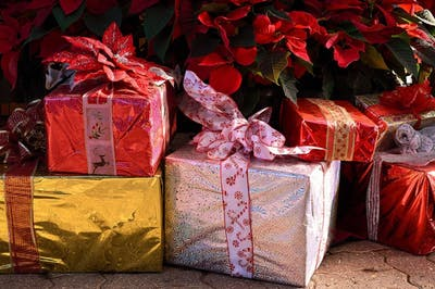 Gifts-Christmas-Presents-Holiday-Festive-1898550.jpg
