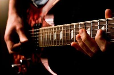 800px-Electric_guitar_(477101105).jpg