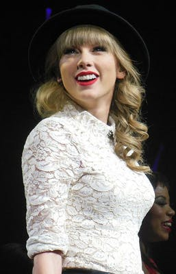 385px-Taylor_Swift_Red_Tour_2,_2013.jpg