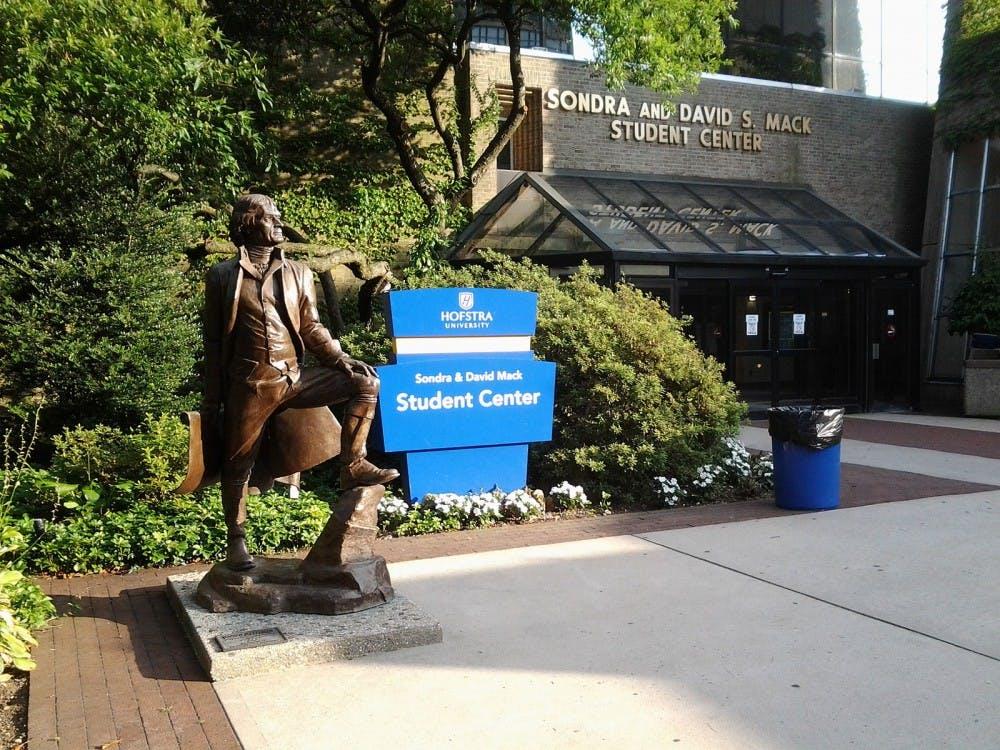 Hofstra_University,_Jefferson_statue
