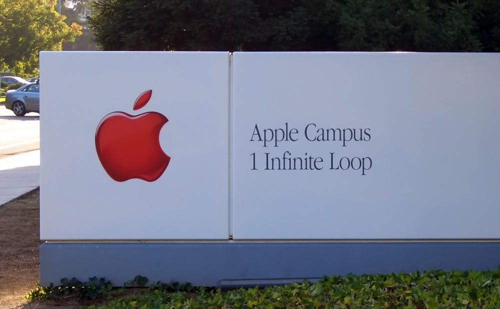 Apple_Headquarters_Sign_ByDay-2