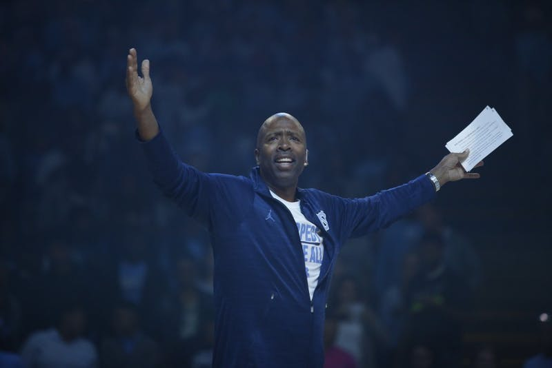 Kenny Smith, a member of the UNC basketball team from 1983-1987, welcomes the crowd to Late Night With Roy on Friday night.