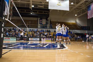 GVL / Dylan McIntyre. Friday, Sept. 29, 2017. GVSU getting ready for set five.