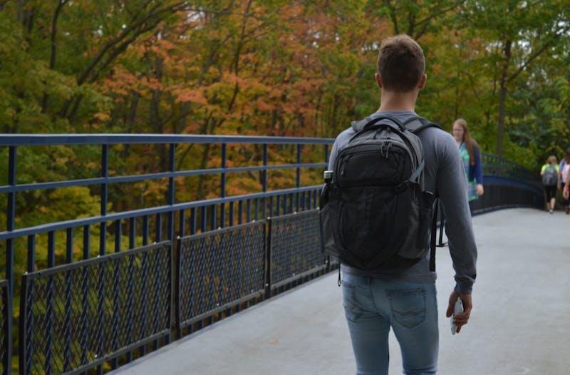 GVL/Hannah Zajac -- Grand Valley Students walking to class & enjoying the fall scenary on 3 Oct 2017.