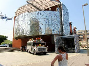 CC BY 2.0/RACHEL KRAMER The American Visionary Arts Museum is at the base of Federal Hill Park.