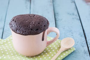 mug chocolate cake on a wooden background