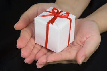Avoid giving your friends and family these gifts this holiday season. (Photo via Wikimedia Commons user asenat29)