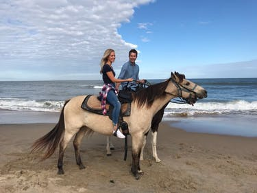 Lauren took Arie horseback riding on her hometown visit in Virginia Beach. (via @ariejr onTwitter)