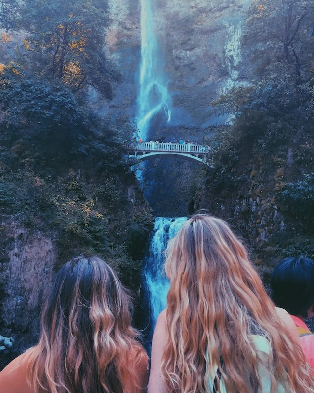 Ariel Graves and Katherine Soldwedel admire Multnomah Falls. Photo courtesy of Ariel Graves.