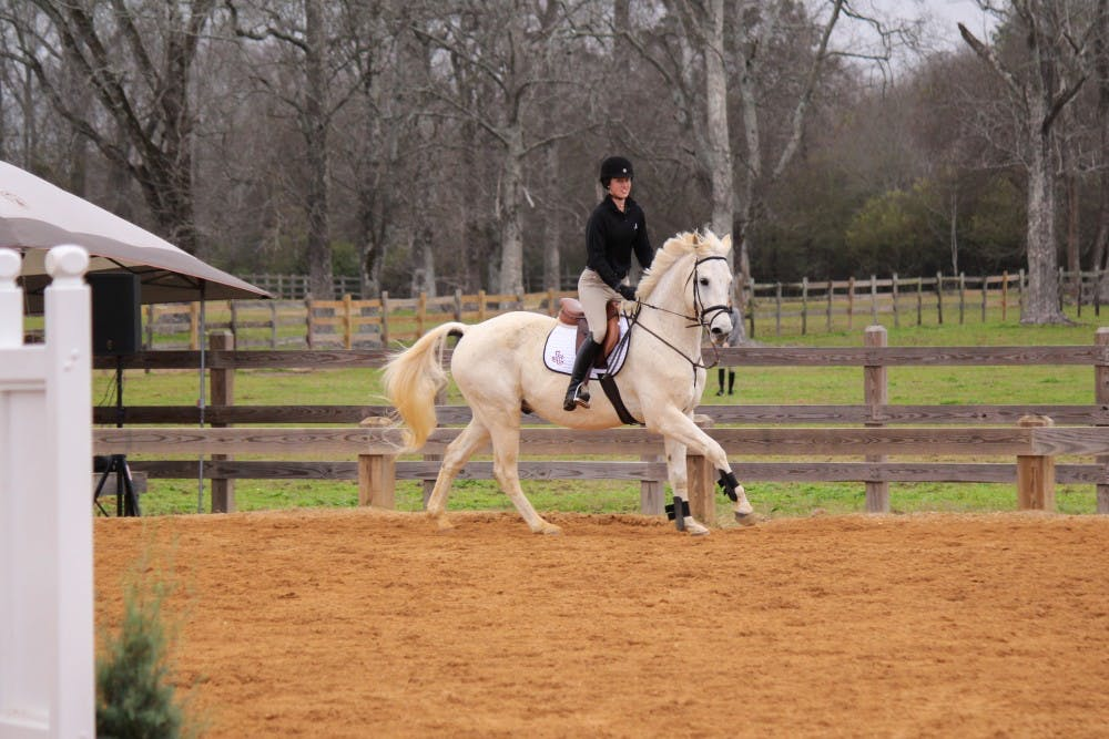 Alabama equestrian gives back to the community