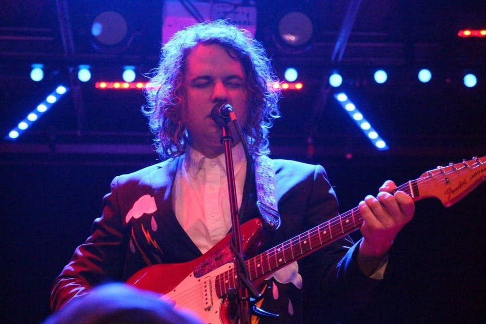 Review: Kevin Morby crafts immersive show at Saturn