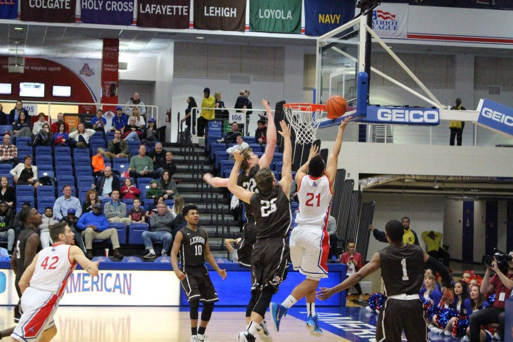 Men's basketball comes back from 14-point deficit to beat Navy 72-65