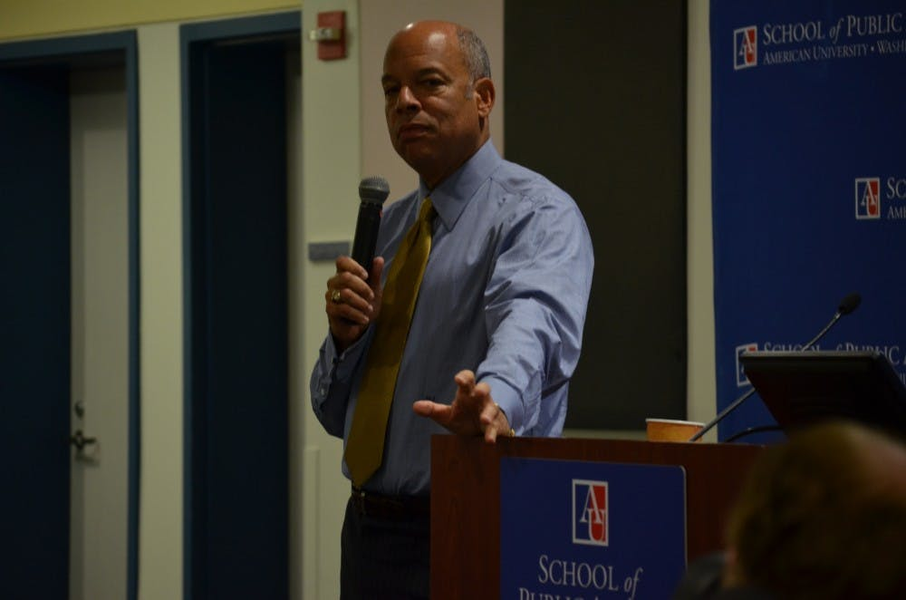 Jeh Johnson encourages students to consider public service