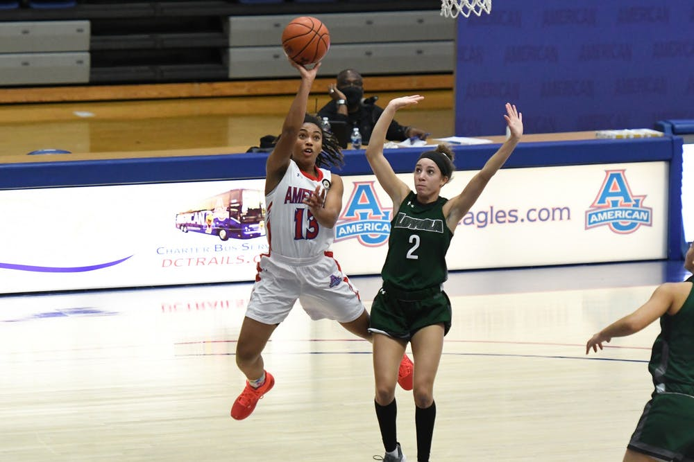 Women's basketball beats Loyola Maryland and completes the weekend sweep