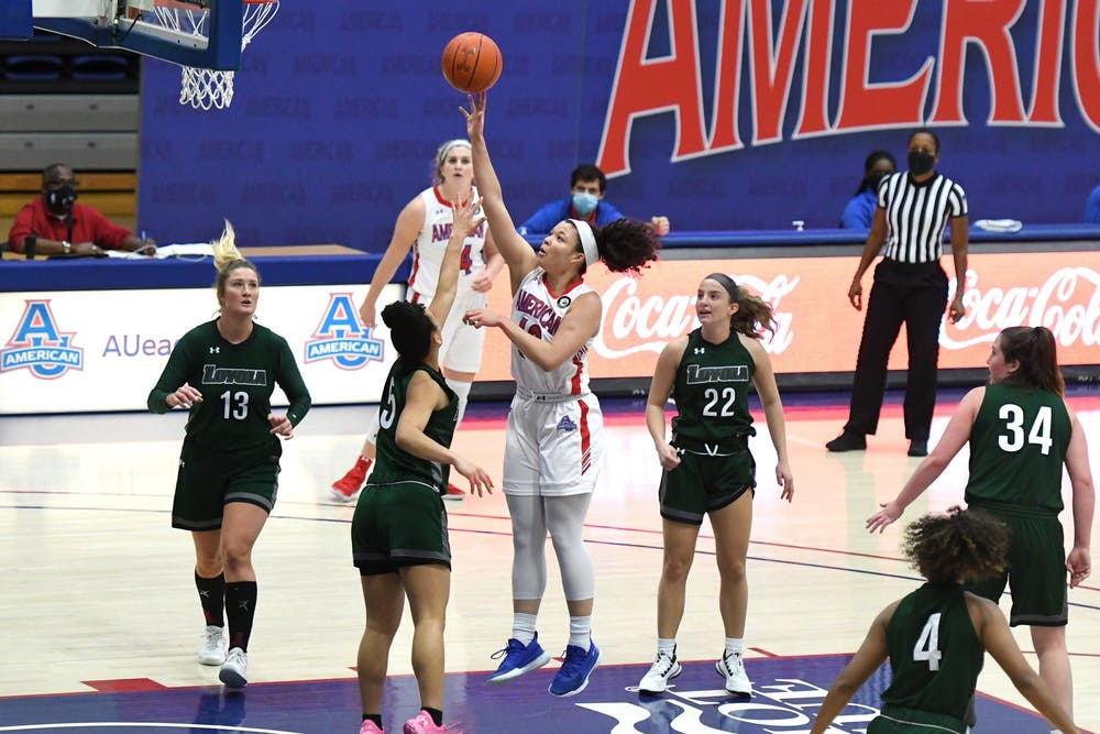 Women's basketball pulls away thanks to Brown's last-minute heroics
