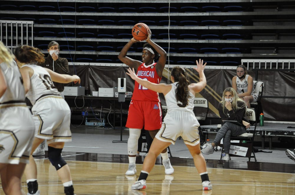 Women's basketball extinguishes Loyola offense in a decisive 19-point win