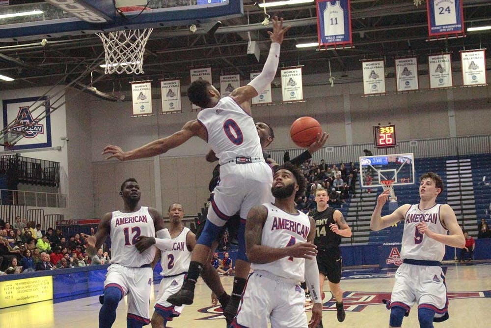 Men's basketball continues strong late game execution, defeats Loyola