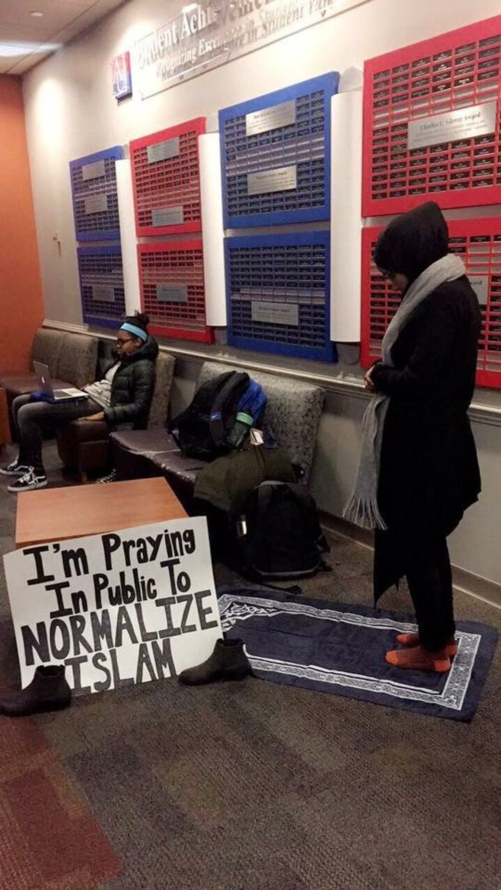 AU student prays in MGC to normalize Islam