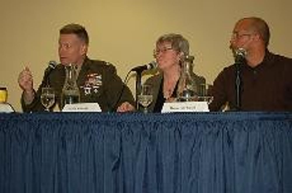 Panel: Media, military need better relations