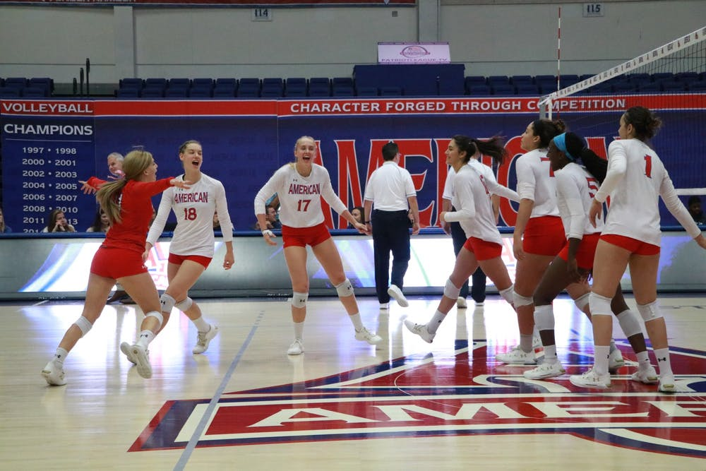 Largay breaks record as volleyball records 10th straight win