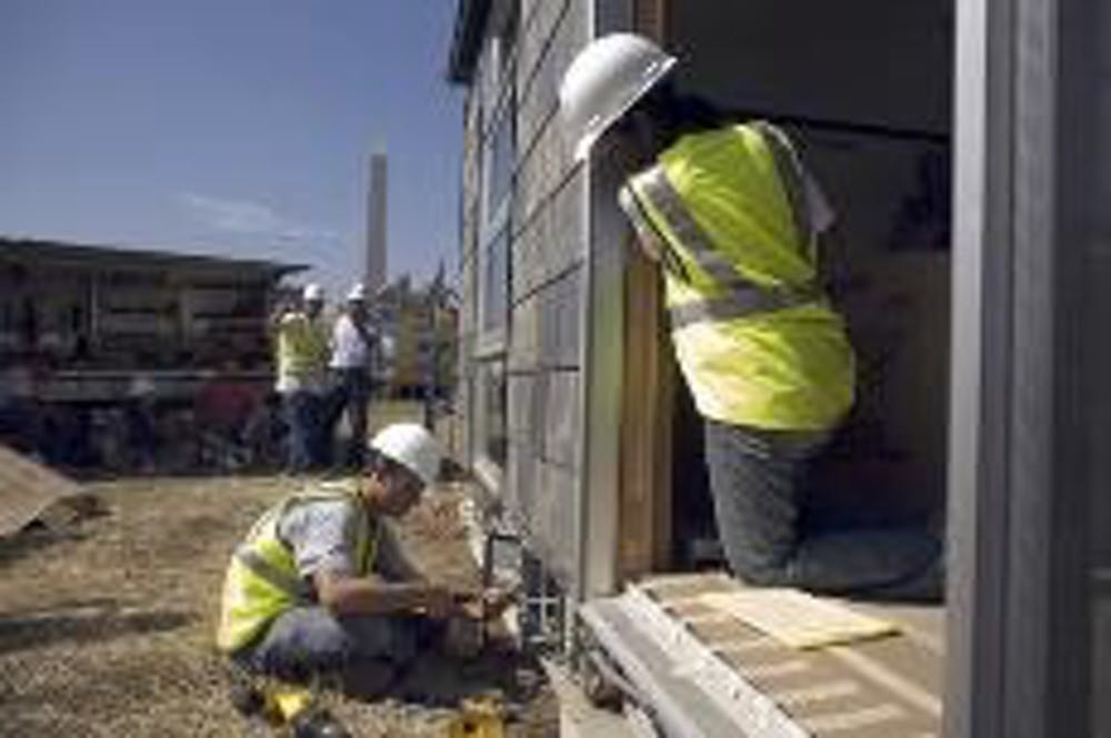 College teams build solar-powered homes on Mall