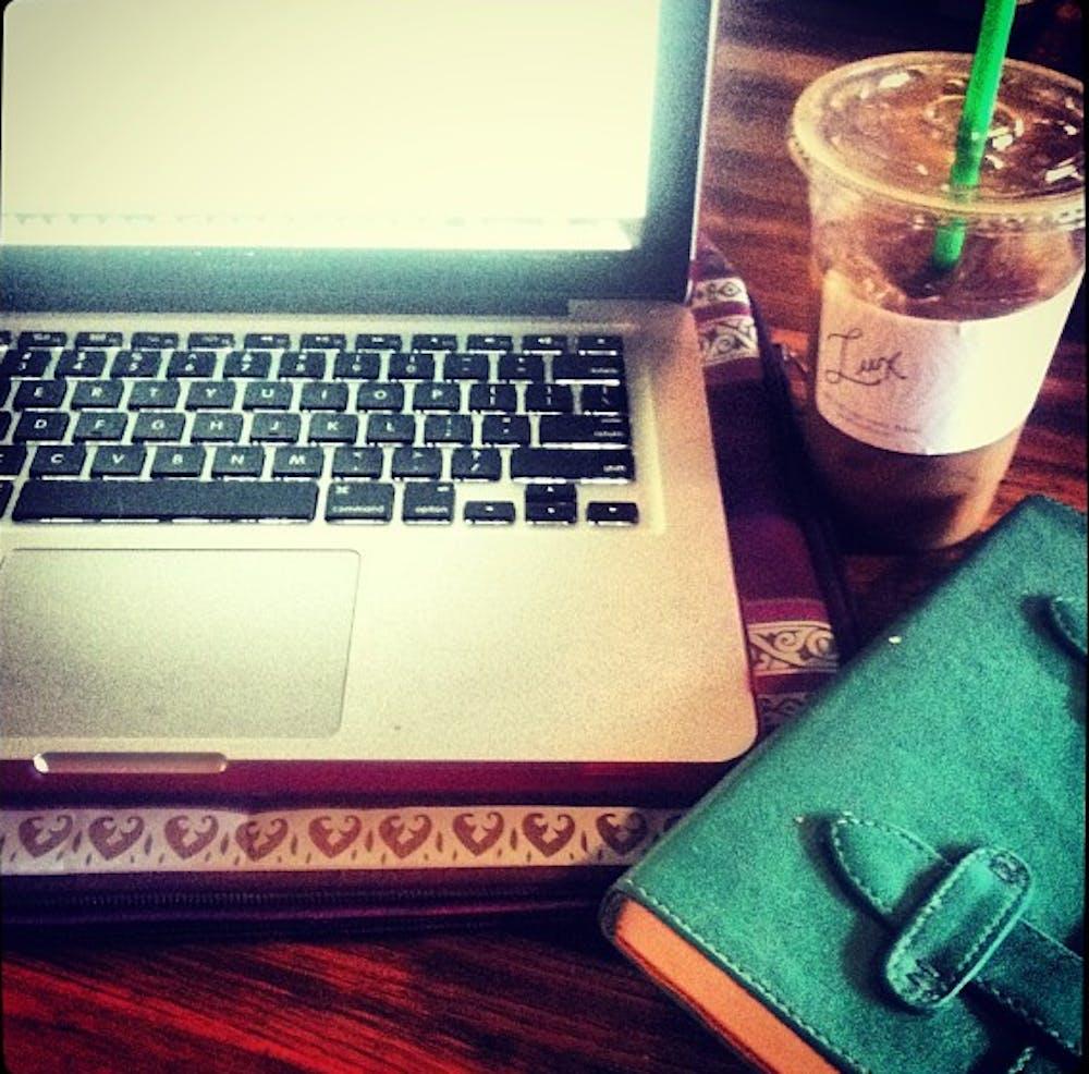 desk-of-a-fashion-blogger