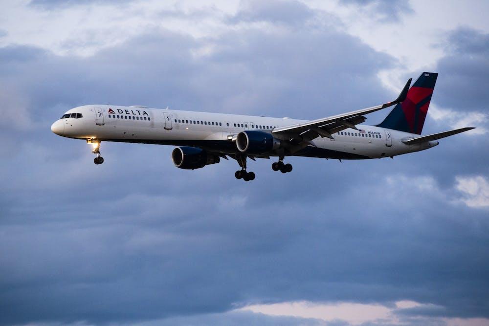 20200319-airplane-stock-0217