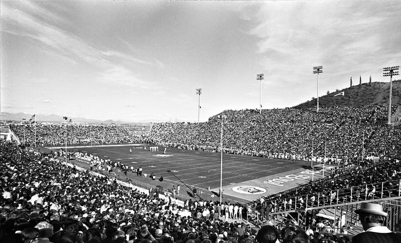 The field of the 1971 First Bowl is shown