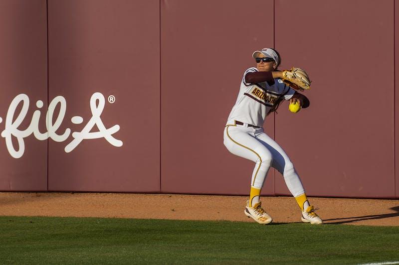 Kindra Hackbarth (22) throws to second base