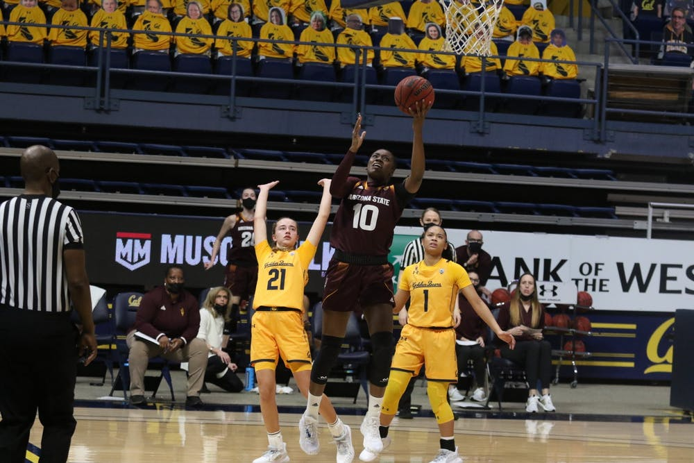 Iris Mbulito (10) goes for a layup against Cal