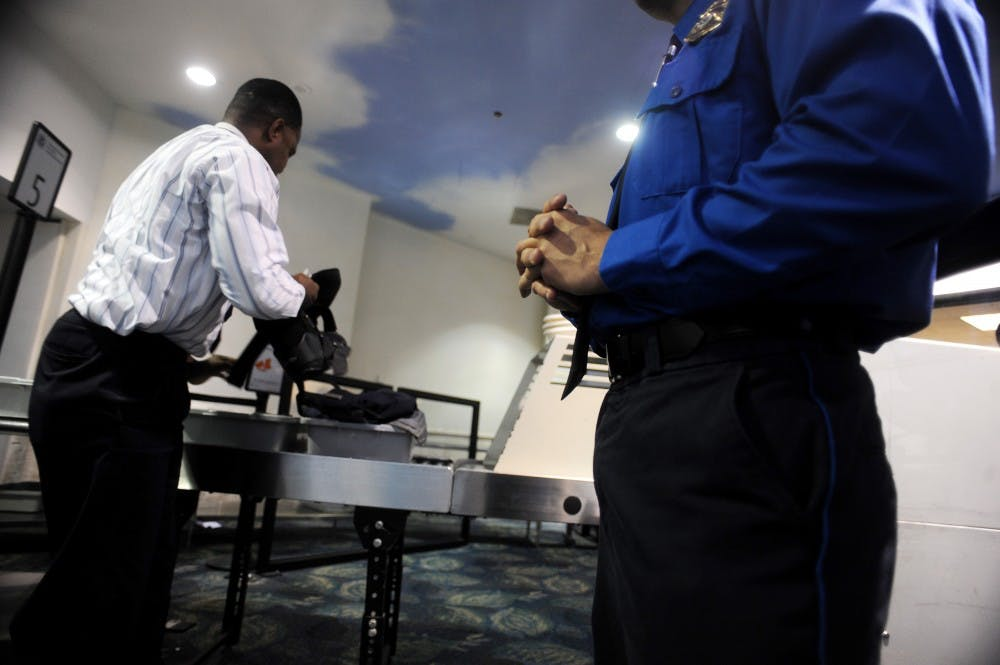 us_news_airportsofficers_1_fl