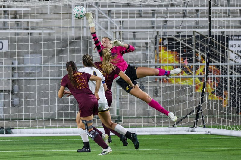 Cal goalkeeper Angelina Anderson (00) attempts to block a shot