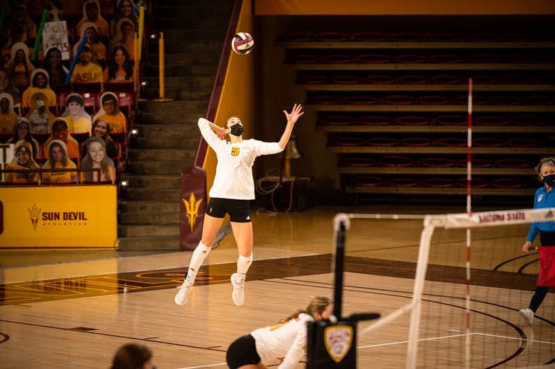 Iman Isanovic serves against Utah in a volleyball match.