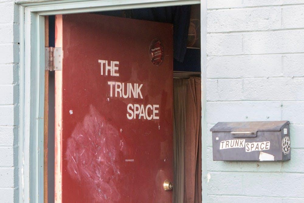 20150403trunk_space_door_shot