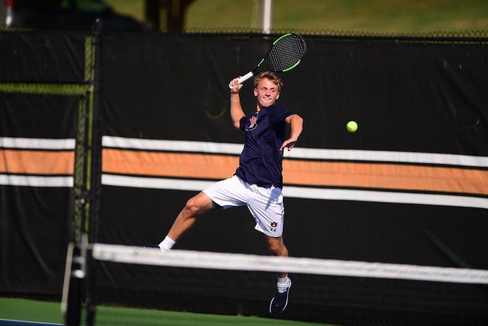 finn-murgett-men-s-tennis-photo-day-court-action-unedited-20201023-sl1-4789-jpeg