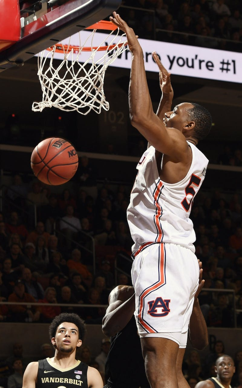 Auburn center Austin Wiley (50) with a dunk in the first half.
