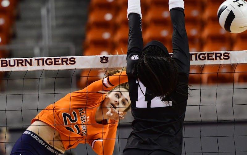 Anna Stevenson (22) Auburn Volleyball vs Mississippi State on Wednesday, November 21, 2018 in Auburn, Ala.