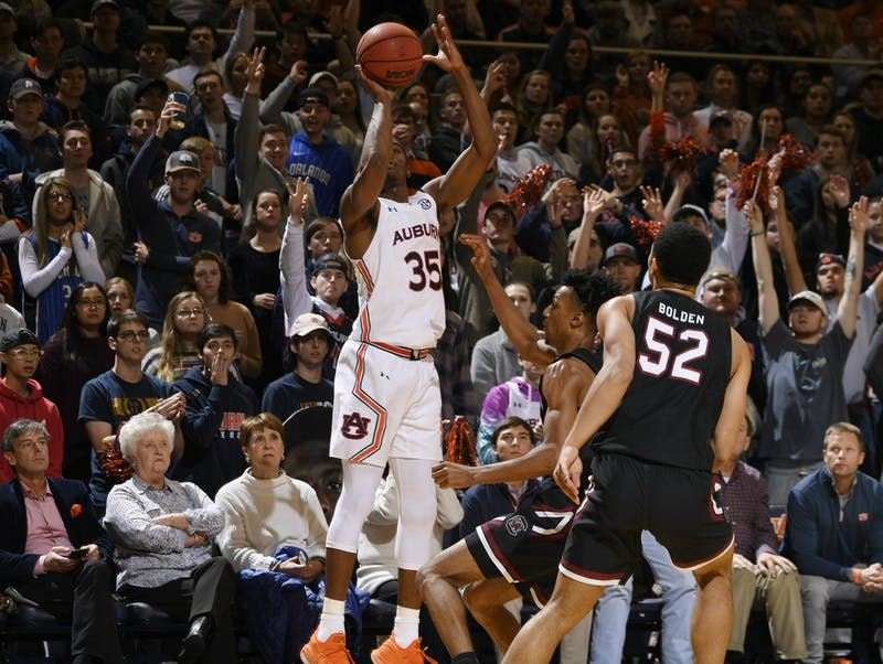 Auburn guard Devan Cambridge (35) shoots a 3 in the second half.