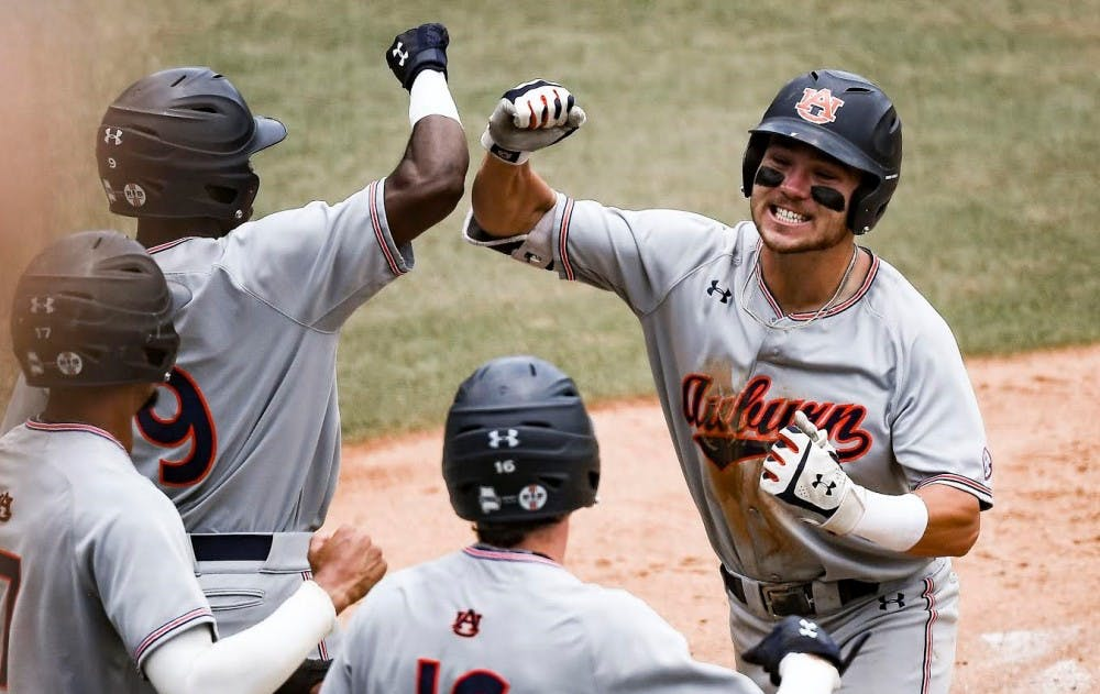 Auburn heading to College World Series for first time since 1997 with 14-7 win over UNC