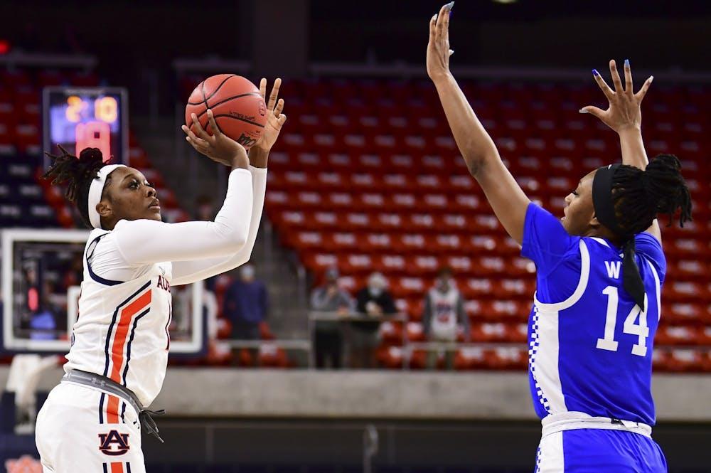 Auburn's comeback falls short against No. 12 Kentucky