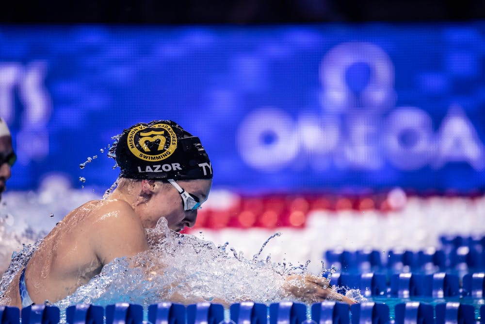 Annie Lazor wins bronze in 200m breaststroke