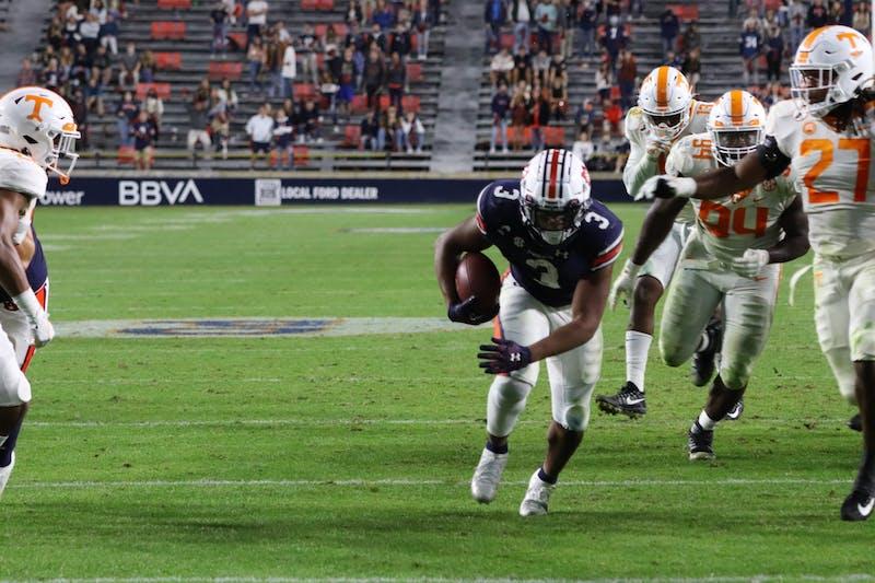 D.J. Williams (3) runs the ball into the endzone for an Auburn touchdown during Auburn vs. Tennessee on Nov. 21, 2020, in Auburn, Ala.